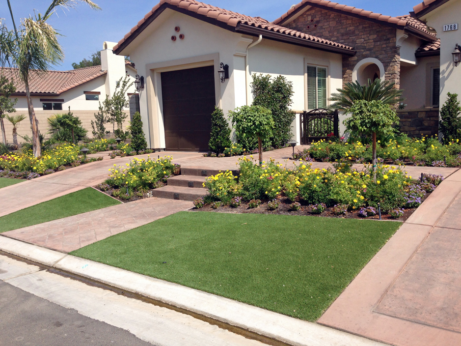 Plastic grass marana arizona landscape ideas small front for Front lawn ideas